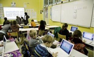 Chaque classe dispose de douze ordinateurs portables et d'un tableau blanc interactif.