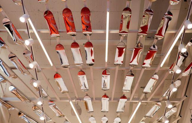 Le plafond de skates miroirs au magasin Citadium de Bordeaux