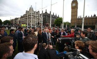 Le chef du Parti travailliste Jeremy Corbyn devant le palais de Westminster, à Londres, le 16 juin 2016.
