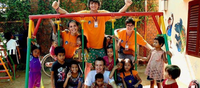 C'est la quatrième fois que Luis ( avec le t-shirt blanc)  se rend au Cambodge.