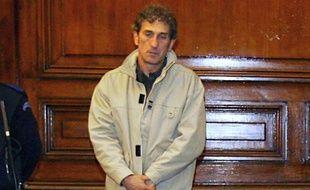 Roland Cazaux, dit «Le Chat», lors de son procès devant la cour d'assises de Gironde, au  palais de justice de Bordeaux, le 28 novembre 2005.