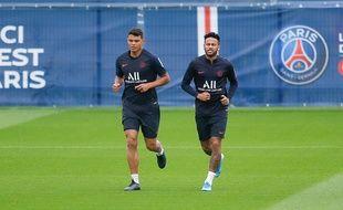 Thiago Silva et Neymar au Camp des Loges, le 17 juillet 2019.