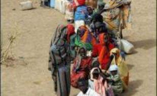 Le conflit qui oppose depuis février 2003 l'armée soudanaise et les milices janjawids à des groupes rebelles a fait plus de 200.000 morts, victimes de la guerre civile mais aussi de la faim et des maladies, selon l'ONU. Plus de deux millions de personnes ont été déplacées. Le Soudan conteste ces chiffres.