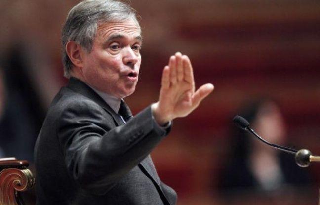"""Deux députés UMP ont déposé mardi une proposition de loi pour permettre, dès juin, l'élection à la proportionnelle de 40 des 577 députés, mais Bernard Accoyer a aussitôt douché leurs espoirs en jugeant qu'il n'était """"pas possible"""" de modifier le scrutin """"en quelques semaines""""."""