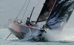 Les cinq maxi monocoques (21,50 m) de la Volvo Ocean Race ont comme prévu rencontré vendredi la zone de calmes située dans l'est de l'arc antillais et la flotte, qui fait route vers Miami (Etats-Unis), s'est scindée en deux groupes bien distincts.