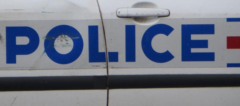 Une voiture de police. Illustration.
