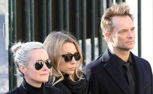 Laeticia Hallyday, Laura Smet et David Hallyday, lors de l'hommage national à Johnny Hallyday, à l'église de La Madeleine (Paris), le 9 décembre 2017.