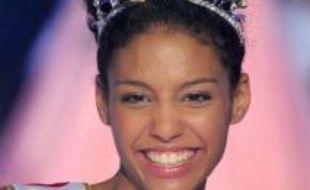 En couronnant pour 2009 l'étudiante métisse franco-américaine Chloé Mortaud, le comité Miss France a élu pour la première fois une candidate possédant une double nationalité.