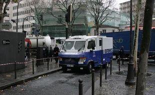 Deux personnes ont été blessés par balles, lors de l'attaque d'un fourgon blindé de la Brink's, jeudi vers 7h à Paris.