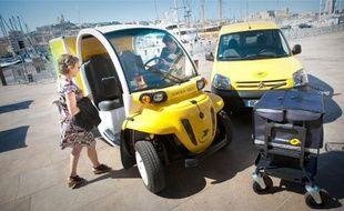 Hier, la Poste a présenté les vingt véhicules électriques dont elle s'est dotée.