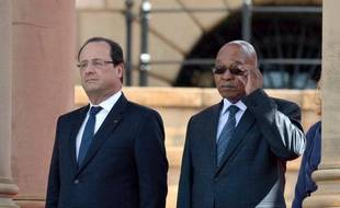 Les présidents français et sud-africain François Hollande et Jacob Zuma ont fait un tour d'horizon des dossiers diplomatiques africains, parfois sujets de désaccords, et scellé d'importants contrats commerciaux bilatéraux lundi, premier jour d'une visite du chef d'Etat français en Afrique du Sud.