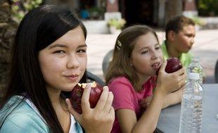 Soucieux de l'environnement et du bien-être animal, des adolescents font le choix de devenir végétariens.