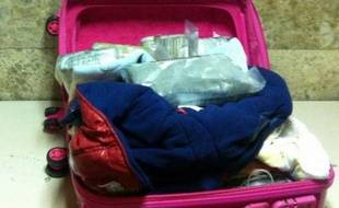 La police espagnole a arrêté à l'aéroport de Madrid une mère de famille arrivant de République dominicaine, qui transportait 12 kilos de cocaïne dans la petite valise de l'un de ses enfants, a annoncé mercredi le ministère de l'Intérieur.