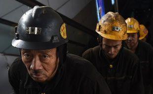 Des mineurs à la sortie de la mine de Daton, dans la province chinoise de Shanxi, le 20 novembre 2015.