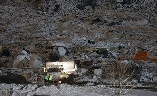 Des secours sur les lieux du glissement de terrain à Ask en Norvège, le 2 janvier 2020.