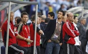 Michaël Ballack sur le banc de l'équipe d'Allemagne lors de la victoire 4 à 0 contre l'Argentine le 3 juiller 2010 au Cap.