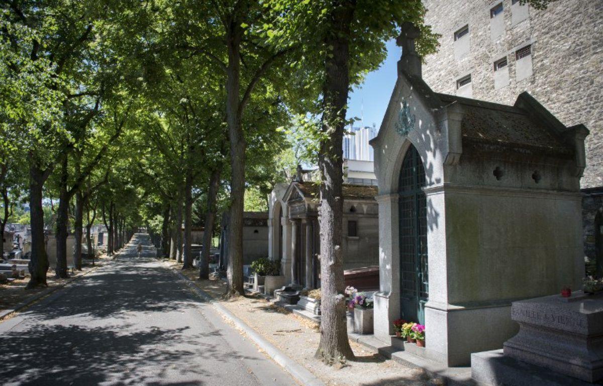 Le cimetière parisien du Montparnasse – MARTIN BUREAU / AFP