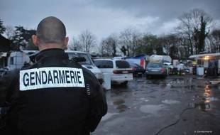 Opération de gendarmerie dans un camp de rom de la région nantaise le 3 avril.