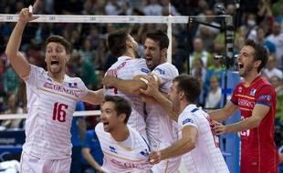 L'équipe de France de volley fête sa victoire en finale du championnat d'Europe contre la Slovénie (3-0), le 18 octobre 2015 à Sofia, en Bulgarie.