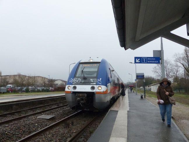 Descente en gare de Saint-André-de-Cubzac.