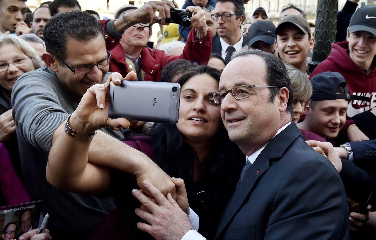 Qui a dit que François Hollande n'était pas populaire? Samedi 11 mars à Libourne. – GEORGES GOBET / AFP