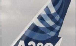 L'avionneur américain Boeing a battu son record de commandes en 2006, dépassant le cap du millier pour la deuxième année consécutive, et semble assuré de repasser devant son rival européen Airbus pour la première fois depuis 2000.