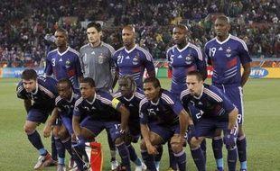 Les joueurs de l'équipe de France, posant pour la photo le 17 juin 2010 avant le coup d'envoi du match contre le Mexique, à Polokwane (Afrique du sud).