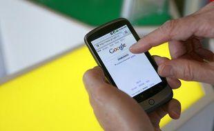 Le smartphone de Goggle Nexus One, qui fonctionne sous Androïd, présenté le 5 janvier 2010 en Californie.
