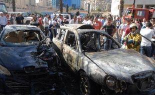 Trois attentats à la bombe ont frappé vendredi Damas tuant cinq policiers, lors d'une nouvelle journée de combats meurtriers entre soldats et rebelles sur plusieurs fronts en Syrie et de manifestations hostiles au régime de Bachar al-Assad.