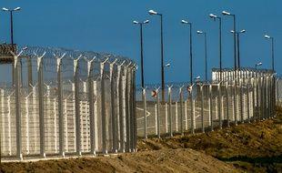 Les barrières de sécurité installées tout autour du port de Calais