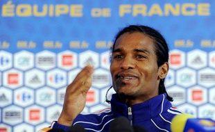 Le milieu de terrain de l'équipe de France, Florent Malouda, le 15 juin 2010, lors d'une conférence de presse à Knysna.