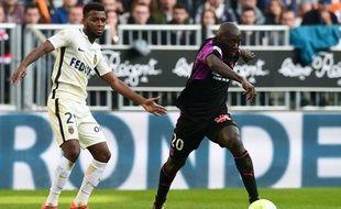 Youssouf Sabaly face à Thomas Lemar lors de la défaite de Bordeaux face à Monaco au match aller (2-0).