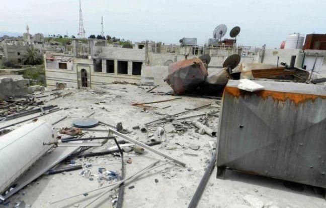 Le cessez-le-feu en Syrie a été de nouveau mis à mal par de violents bombardements de Homs et des combats à Alep, le jour de l'arrivée des premiers observateurs de l'ONU mandatés par le Conseil de sécurité dans sa première résolution sur la crise en 13 mois.