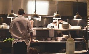 Un chef double étoilé a mené une action de cuisine auprès de prisonniers.