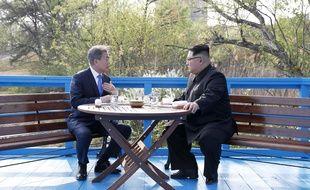 Rencontre historique le 27 avril 2018 entre les deux leaders coréens.