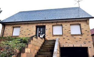 Vue de la maison où a été découvert un bébé congelé, vraisemblablement depuis deux ans, à Lisbourg (Pas-de-Calais) le 4 mars 2014