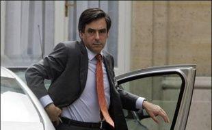 """M. Sarkozy a insisté sur sa volonté """"d'agir vite"""" et de constituer rapidement un gouvernement """"ouvert"""" comprenant des personnalités de gauche et du centre. Selon son directeur de campagne Claude Guéant, il nommera le 17 mai son Premier ministre, qui devrait être François Fillon."""