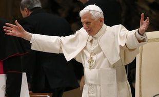 Le pape Benoît XVI pour l'une de ses dernières apparitions publiques, le 13 février 2013, au Vatican.