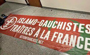 La banderole déployé ce jeudi à l'Hôtel de région de Toulouse.
