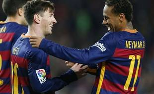 Lionel Messi et Neymar fêtent un but contre la Real Sociedad le 28 novembre 2015.
