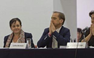 Les membres du Groupe international d'enquêteurs indépendants (GIEI), le 6 septembre 2015 devant la presse à Mexico