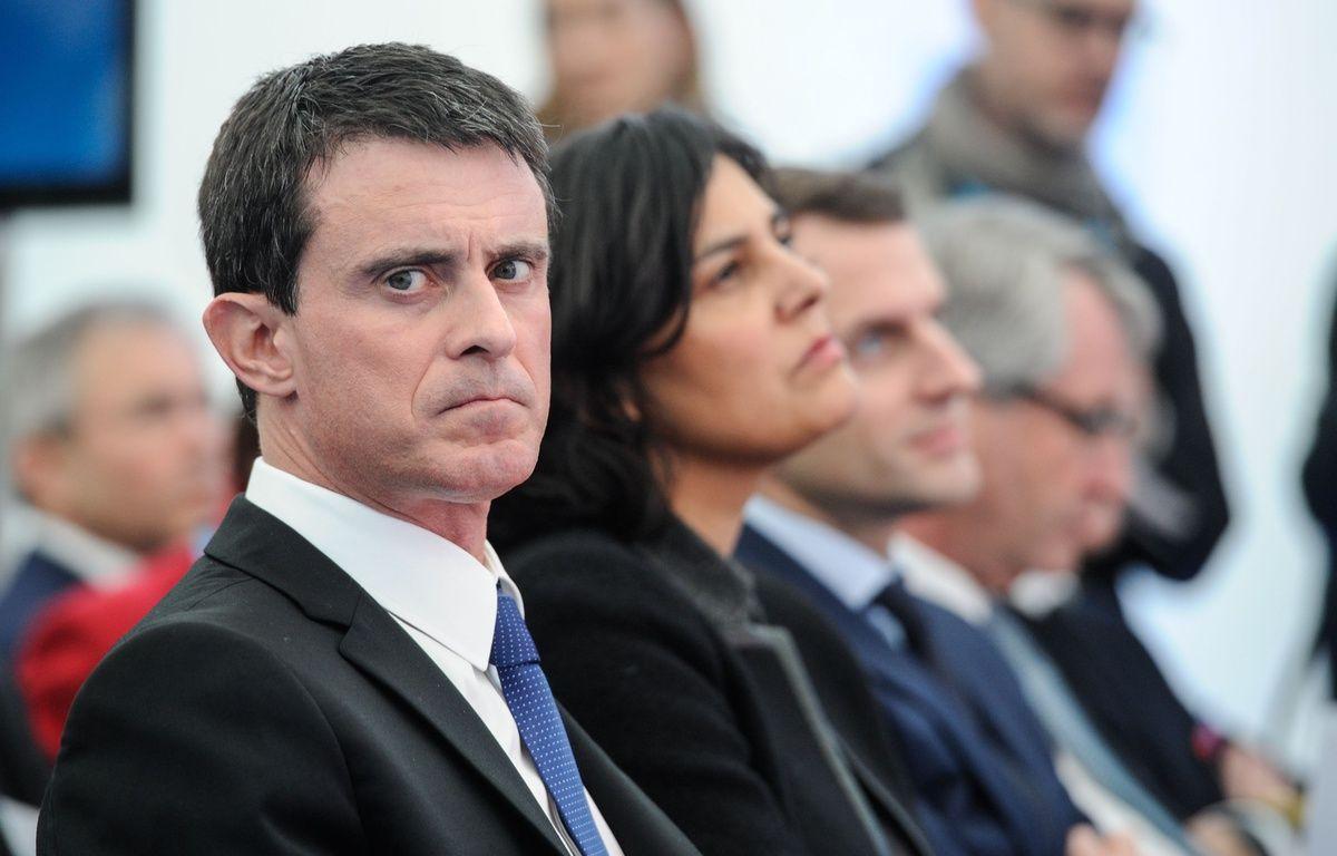 Manuel Valls, Myriam El Khomri et Emmanuel Macron (de gauche à droite) lors de leur visite dans le Haut-Rhin. AFP / SEBASTIEN BOZON – AFP