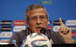 Le sélectionneur uruguayen Oscar Tabarez, le 27 juin 2014, en conférence de presse à Rio.