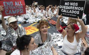 Susan Sarandon a participé à une manifestation contre la politique migratoire de Donald Trump, le 28 juin 2018 au Sénat, à Washington.