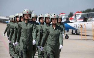 Trentenaires aux nerfs d'acier, Wang Yaping et Liu Yang sont toutes deux des pilotes de chasse formées aux missions spéciales, mais seulement l'une va devenir ces prochains jours l'héroïne céleste d'un milliard de Chinois.