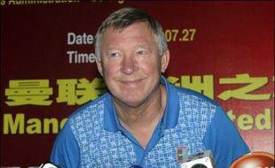 """Le manageur de Manchester United Sir Alex Ferguson a été """"consigné"""" à Manchester par sa femme Cathy pour l'aider à emménager dans leur nouvelle maison alors que son équipe joue un match amical mercredi soir, a révélé Ferguson à la presse."""