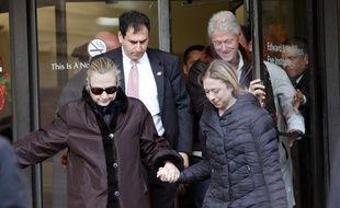 Hillary Clinton à sa sortie de l'hôpital à New York, aux Etats-Unis, le 2 janvier 2013.