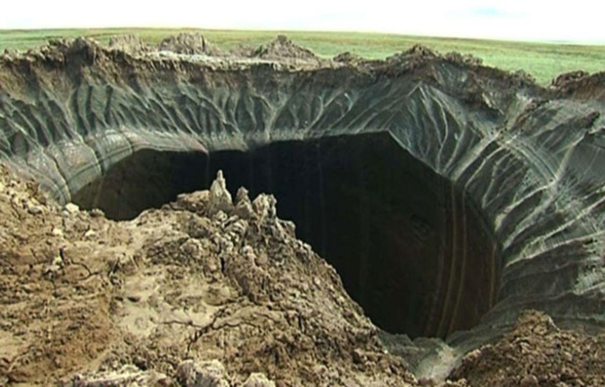 Un trou dans le pergélisol découvert en Russie, le 16 juillet 2014. – AP/SIPA