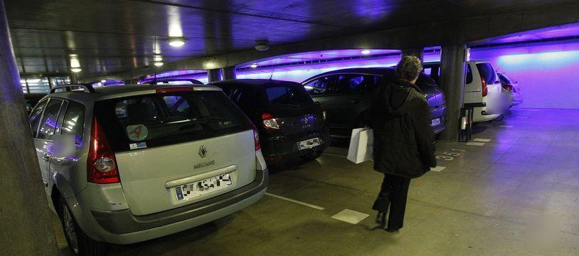 Dans un parking souterrain (illustration).