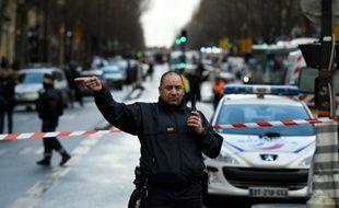 La circulation interrompue sur le boulevard Barbès le 7 janvier 2016 à Paris